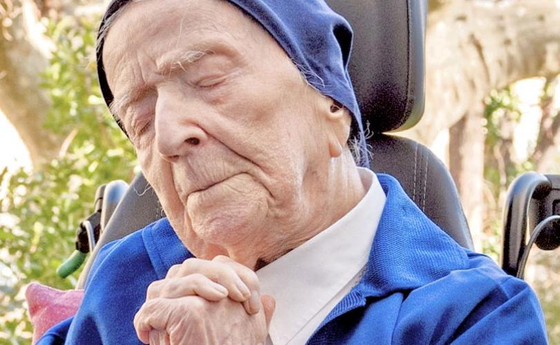 """A 116 éves apáca egy Kovid túlélő, és azt mondja, hogy """"nem féli a halált"""""""