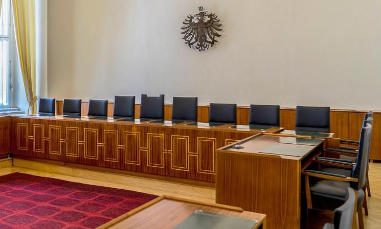 A közigazgatási bíróság  a Corona intézkedések ellen lépett fel